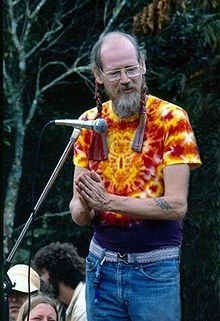 220px-Stephen_Gaskin_at_the_Nambassa_3_day_Music_&_Alternatives_festival,_New_Zealand_1981._Photographer_Michael_Bennetts